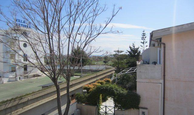 Case in vendita a Roseto Capo Spulico- Primo piano con ampio balcone